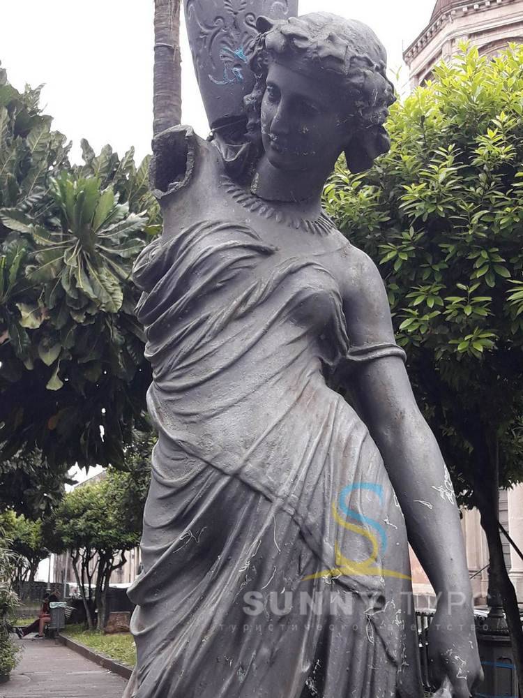 Статуя в Ачериале